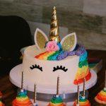 Gâteau d'anniversaire en forme de licorne