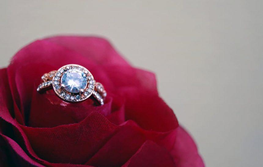 Pourquoi opter pour une bague ornée de diamant ?
